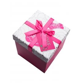 علبة هدية على شكل مكعب