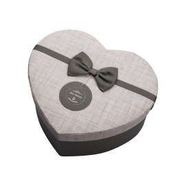 علبة هدية على شكل قلب